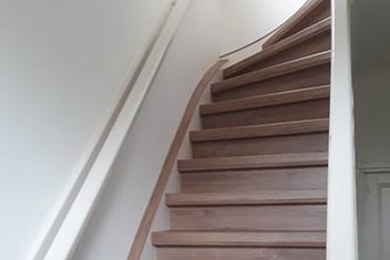 Voorbeeld traprenovatie laminaat